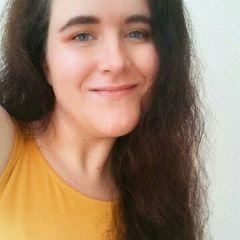 A small portrait of Julia Krebs